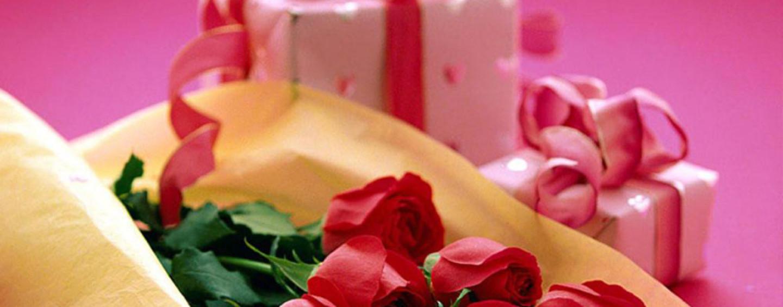 Валентинки: коробочки-сердечки с конфетами.