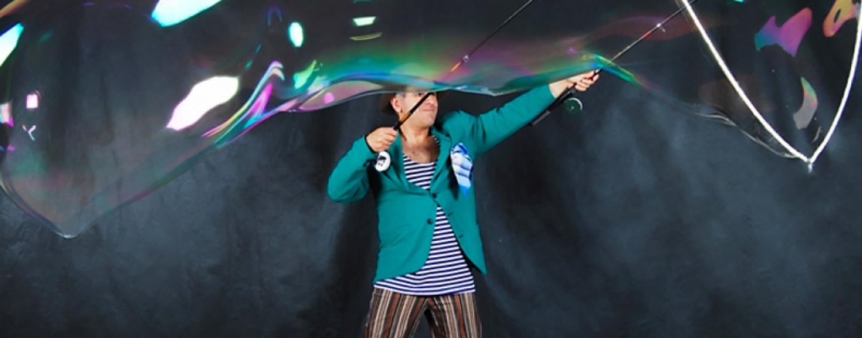 Шоу гигантских мыльных пузырей или как раздуть веселье