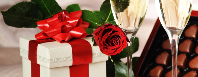 Подарки для влюбленных: романтика, юмор или экстрим?