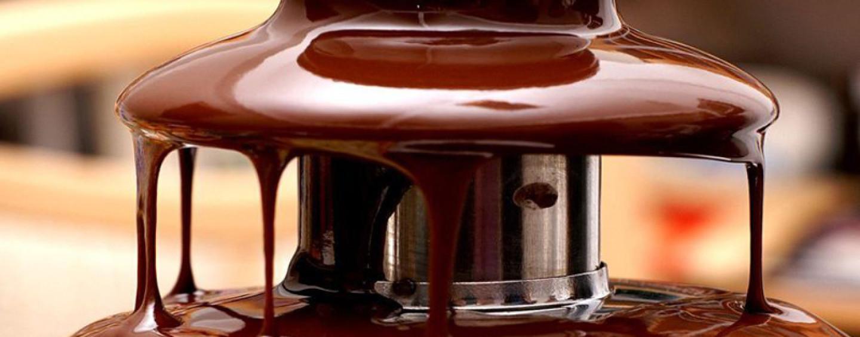 Шоколадный фонтан: любоваться или съесть?