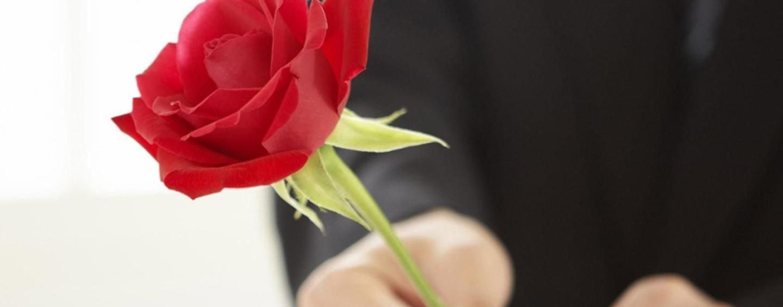 Как поздравить женщин 8 марта в офисе