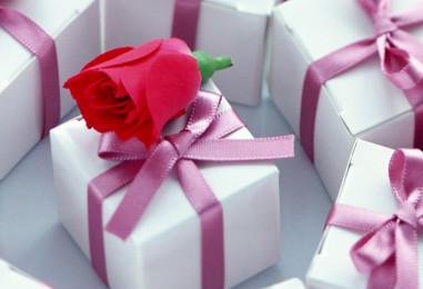 Подарки к 8 марта для коллег: практичные, волшебные или просто красивые?
