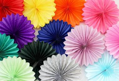 Фанты для декора: украшаем праздник разноцветными веерами