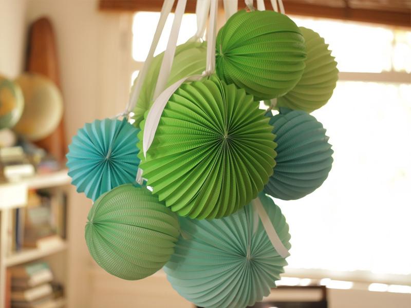 Бумажные шары-аккордеоны для украшения зала