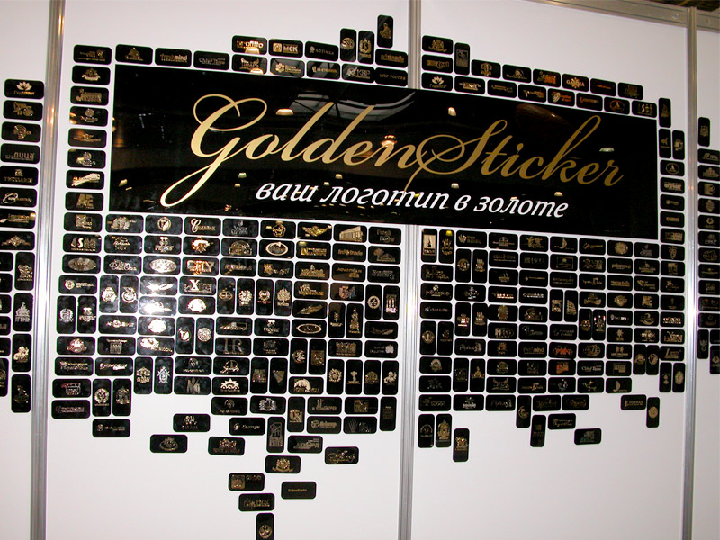 золотые наклейки в виде логотипа