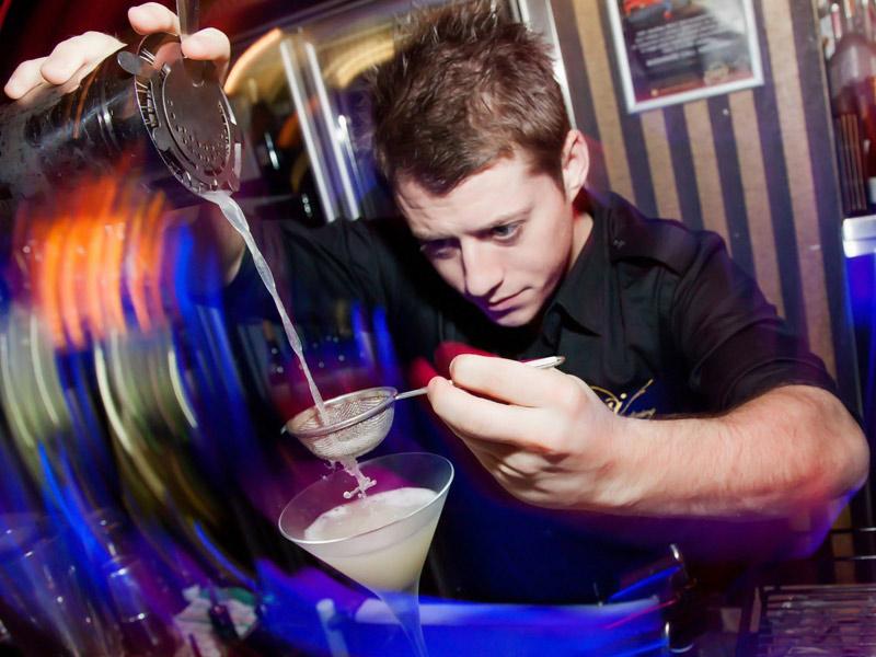 сколько получают бармены в москве равна бромной водой