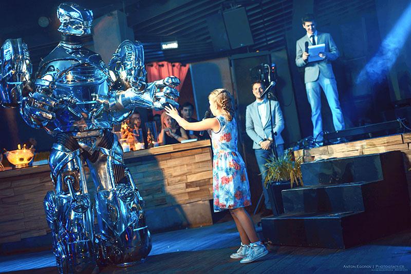 роботрон на мероприятии