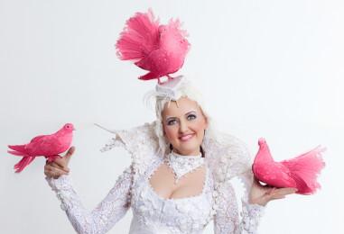 Живая открытка: розовое поздравление для юбиляров, офисных дам и молодоженов