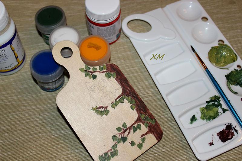 роспись деревянной носочки на мастер-классе