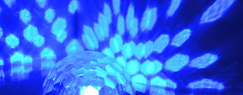 Настольный светодиодный дискошар: свет и музыка для маленького праздника