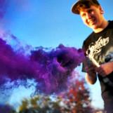Цветной дым для необычной фотосессии: разноцветные облака в маленькой коробочке