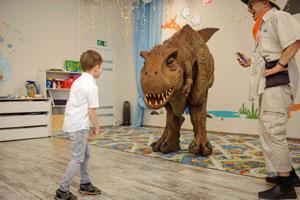 огромный динозавр на детский квест