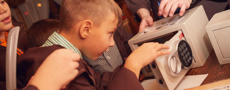 Выездные квесты для детей и подростков (ведущий с реквизитом едет к вам): сюжеты, фото и краткое описание