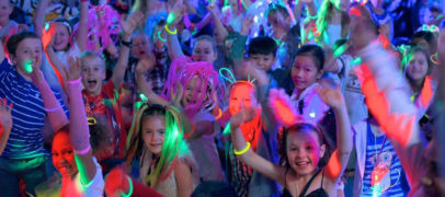 Новогодний ДискоСтоп: танцевально-игровая программа для детей и подростков, которую можно провести в классе