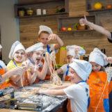 Кулинарный праздник для детей 7-14 лет: 4 часа в студии (мастер-класс, игра, банкет)