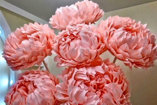 ростовые цветы на стойках