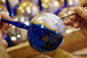 роспись шаров в классе на новый год