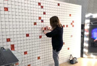 Гости создают фотозону: интерактивная фотомозаика на мероприятии
