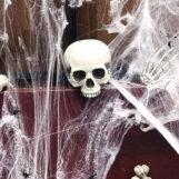 Подбираем антураж для страшного квеста: паутины, летучие мыши, жуткие гирлянды